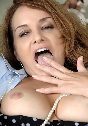 Free Mature Brunette Porn Pictures