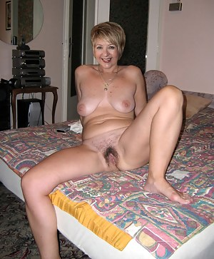 Free Mature Spreading Porn Pictures